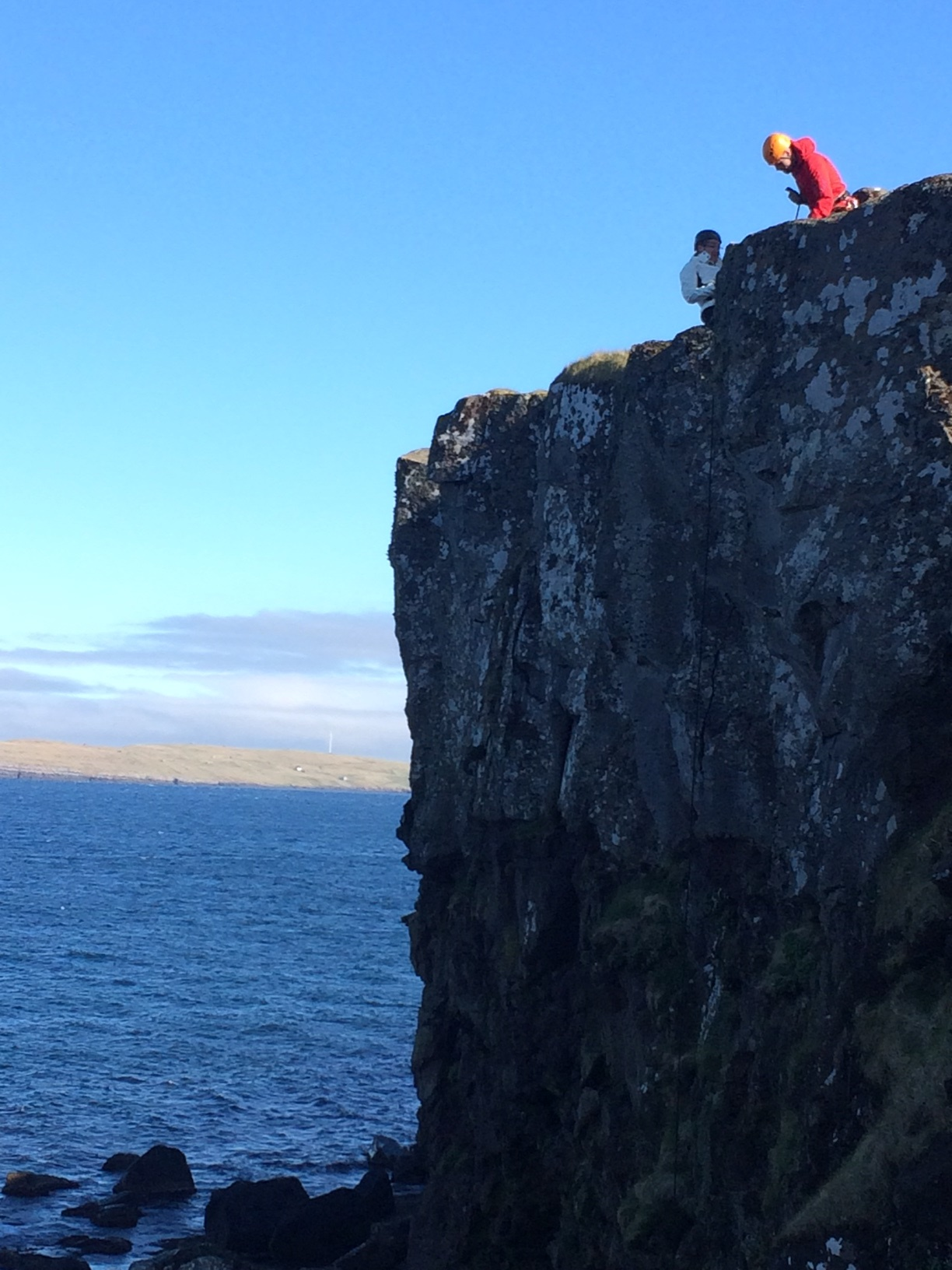 Rappelling in the Faroe Islands ©tmf dialogue marketing